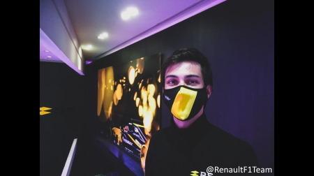 ルノーF1、マスクをチャリティ販売