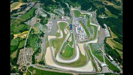 現代F1マシンでムジェロ・サーキット