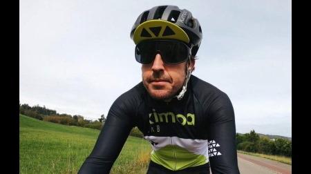 自転車事故から復帰のアロンソがトレーニング開始