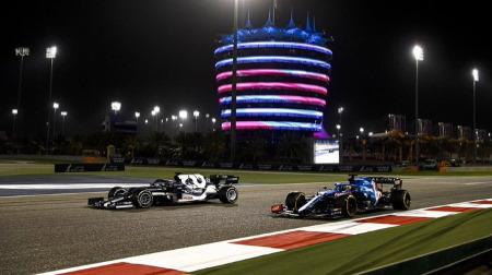 F1公式、角田のアロンソオーバーテイクシーンを強調