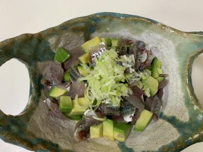 アジとサバとアボカドのお刺身サラダ