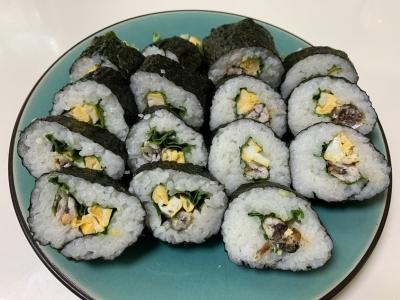 カタクチイワシの天ぷらの海苔巻きとウルメイワシの唐揚げの海苔巻き