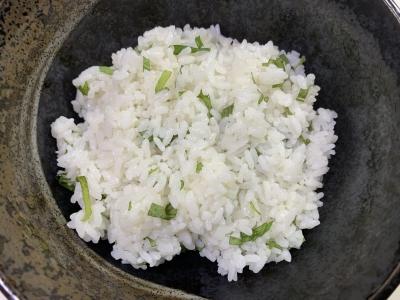 大葉を混ぜ込んだ酢飯