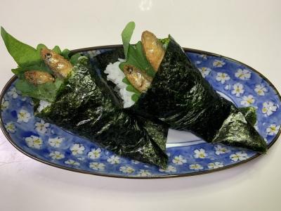 カタクチイワシの手巻き寿司(唐揚げ)