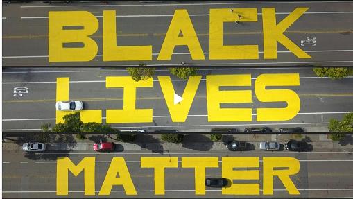 20200615道路にBlack Lives Matterの文字