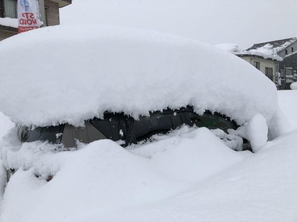 車が埋まる