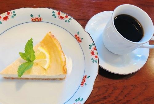 ベイクドチーズケーキとコーヒーセット
