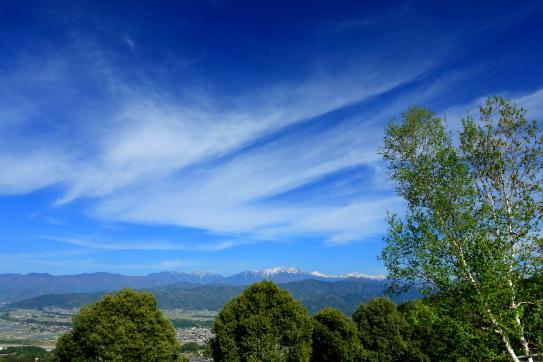 南アルプスを彩る雲と白樺-①