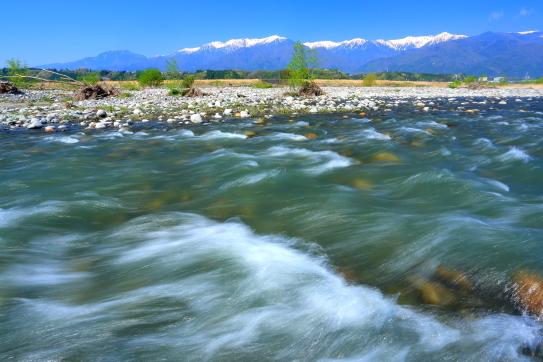 天竜川と残雪の中央アルプス