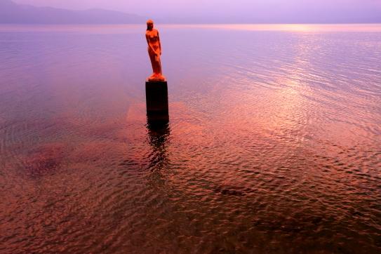 朝焼けの田沢湖