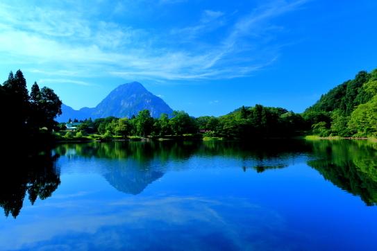 高浪ノ池と明星山