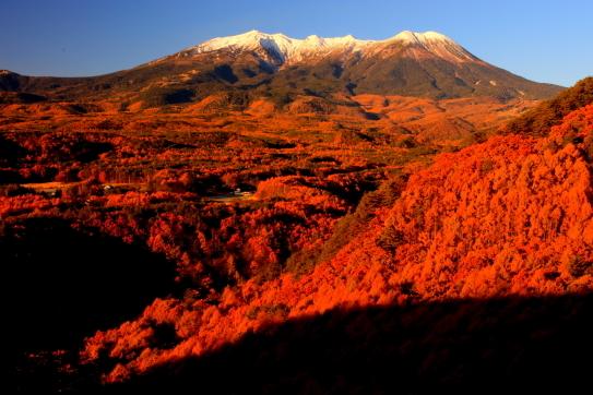 モルゲンロードに輝く霊峰御嶽山