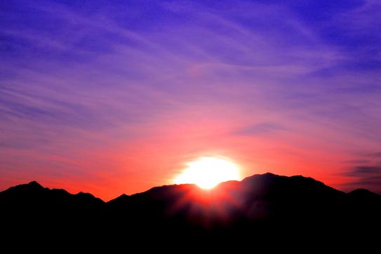 仙丈ヶ岳と東駒ヶ岳を擁して昇る御来光