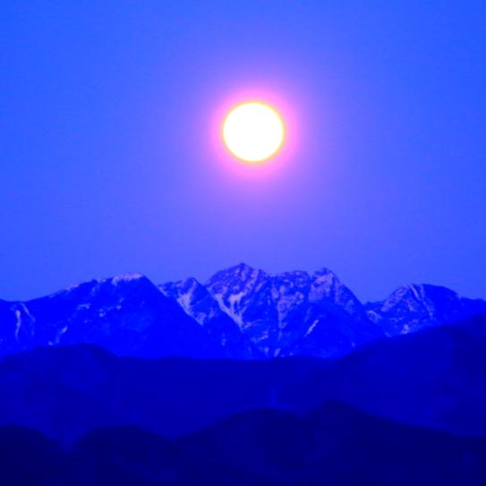 昇る満月と鋸岳