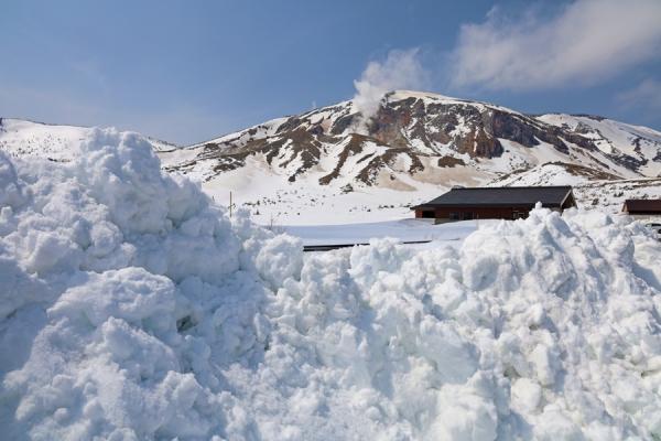 残雪の浄土平