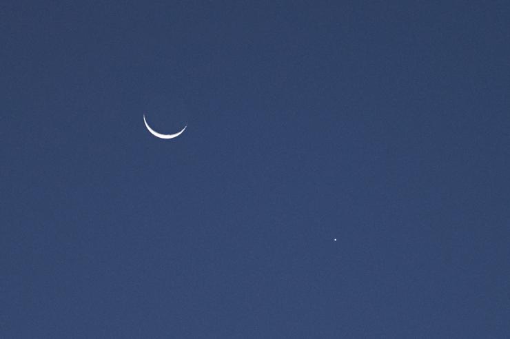 今朝の月と金星