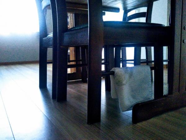 ダイニングテーブル椅子 古いタオル