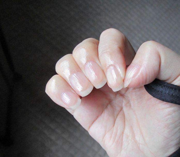 手と爪 ネイルオイルOPI (2)