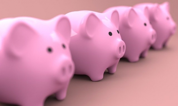 お金投資イメージ貯金箱