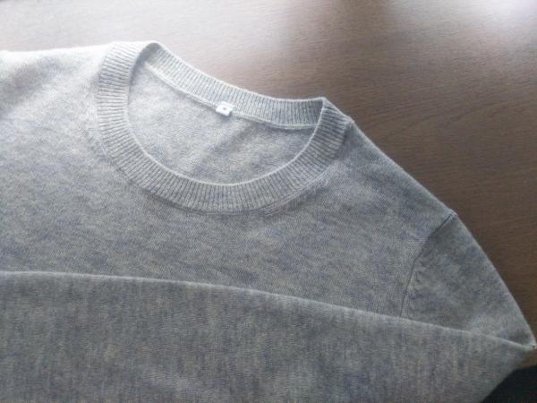 無印良品ヤク混ウールクルーネックセーター ライトグレー