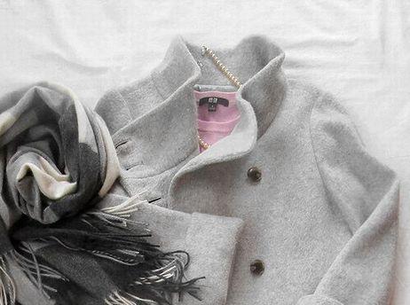 ユニクロ ピンク色クルーネックセーターコーデ