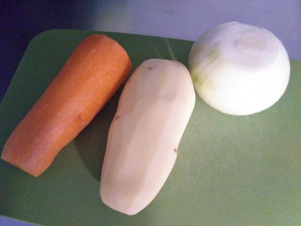 貝印のピーラーで野菜の皮むき