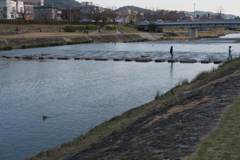 閑散とした鴨川