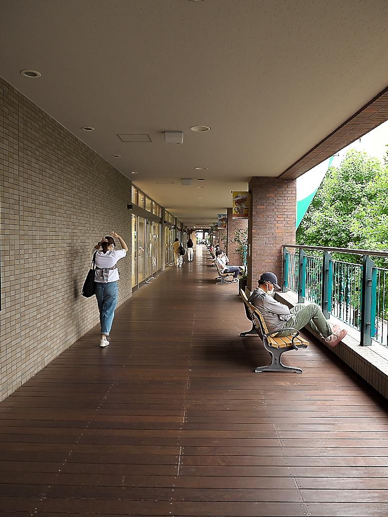 横浜ワールドポーターズの通路