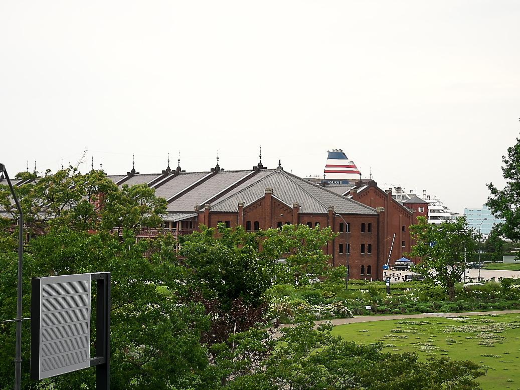 横浜ワールドポーターズの通路からの景観