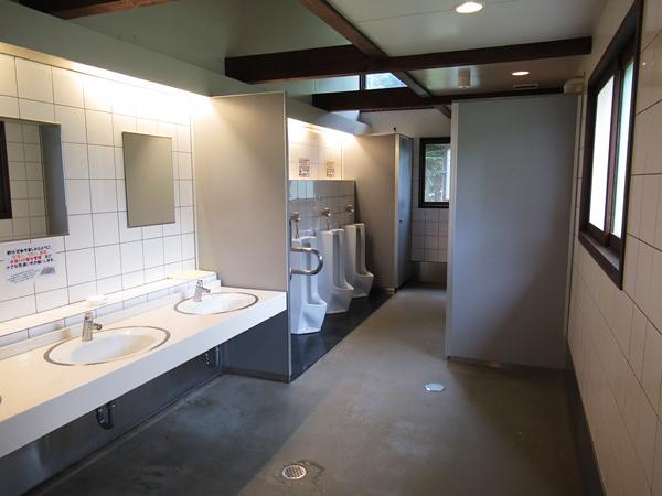 財田キャンプ場 トイレ内部