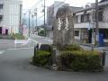 200627交差点に立つ石碑