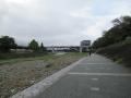 201018鴨川の河川敷を進む