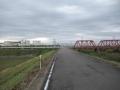 201103京阪の踏切を渡る