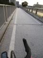 201231うっすらと白くなった橋の上を慎重に通過