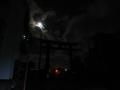 210130大神神社の大鳥居と月
