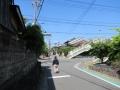 210503槇島で府道を渡り、近鉄の線路沿いへ