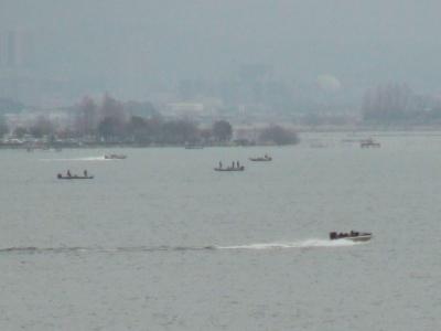 春らしい人出になった琵琶湖南湖(20/03/22)