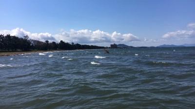 花と嵐!! 北西の爆風で大荒れの琵琶湖北湖(YouTubeムービー)