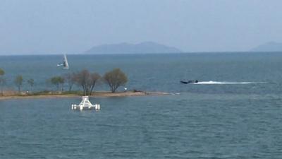 やっと風がましになった琵琶湖!! 米プラザのサクラは七部残り(YouTubeムービー)