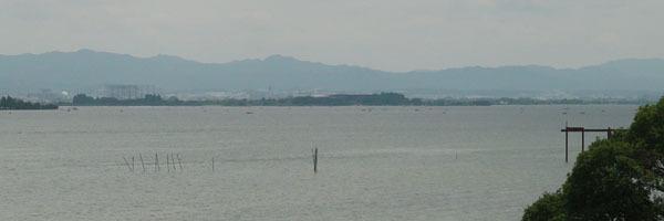 琵琶湖大橋西詰めから眺めた木浜5号水路沖〜下物沖(6月21日12時30分頃)
