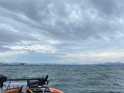南東の風がやや強まってきた琵琶湖南湖(9月3日15時30分頃)