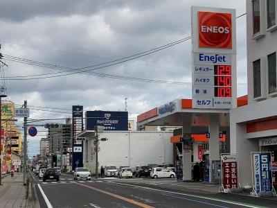 レギュラーガソリン129円/L ハイオク140円/L 西近江路沿い大津市本堅田のセルフGSで(20/12/01)