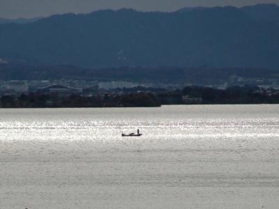 琵琶湖大橋西詰めから眺めた南湖はボートが少なくてガラ空きです(12月14日11時15分頃)