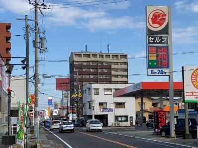レギュラーガソリン133円/L ハイオク144円/L 西近江路沿い大津市本堅田のセルフGSで(20/12/23)