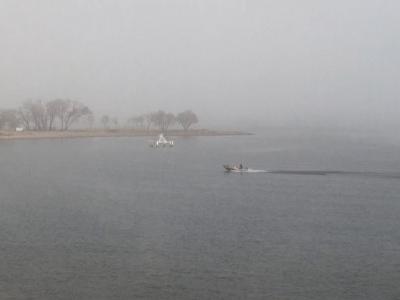 琵琶湖大橋西詰めから眺めた北湖(1月15日12時頃)