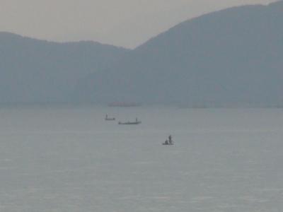 琵琶湖北湖の沖で釣り中のボート(1月31日10時頃)