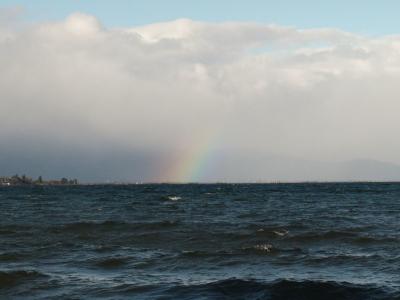 真野浜から眺めた琵琶湖北湖は北西の爆風で白波立ちまくりの大荒れです(2月2日15時30分頃)