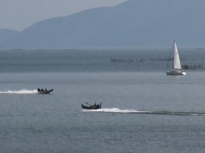 穏やかな北湖を走行中のバスボート(2月11日11時頃)