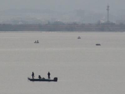 晴天微風で穏やかな琵琶湖南湖(2月28日10時50分頃)