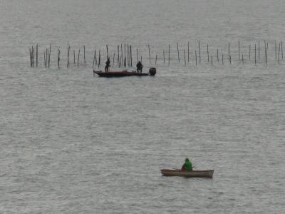 堅田沖で釣り中のボート(3月6日10時45分頃)